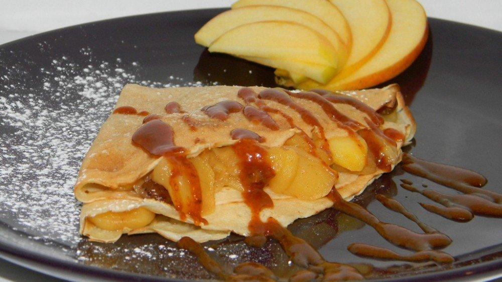 Almás-diós palacsinta, karamellel