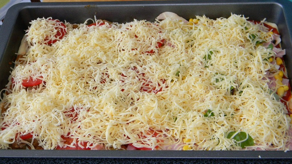 Pizza házilag: sonkás bazsalikomos, csirkemájragus