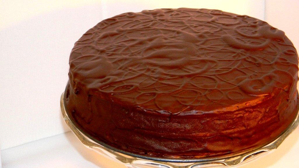 Rumos-diós körtekrémes torta