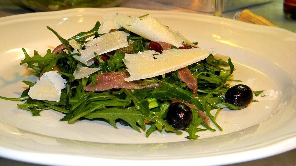Szardellás rucola saláta
