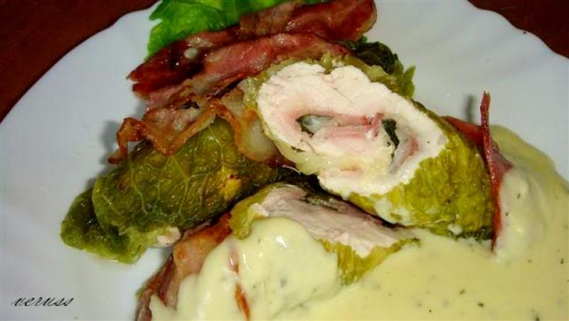 Kale rolls with cheese sauce