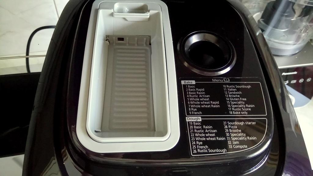 Kenyérsütés a Panasonic SD-ZB2512 automata kenyérsütő gépével